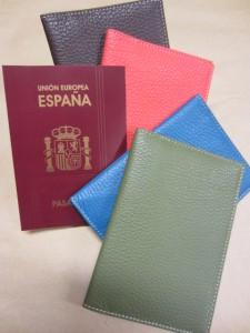 Funda pasaportes en piel en colores